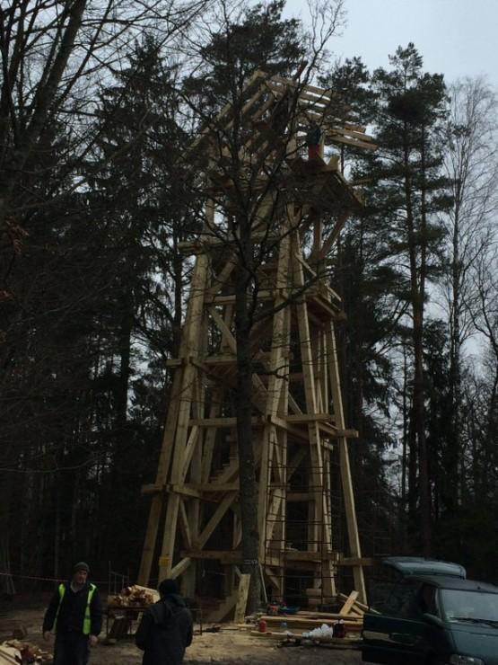 Budowa wieży widokowej.