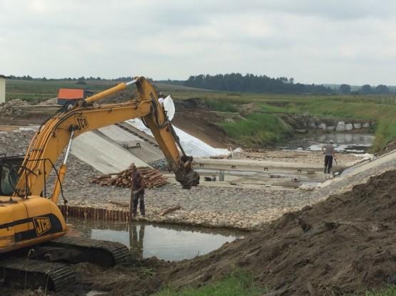 Naprawa jazu kozłowego na rzece Gołdapa.